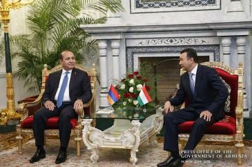 Հովիկ Աբրահամյանը հանդիպել է Տաջիկստանի վարչապետի հետ