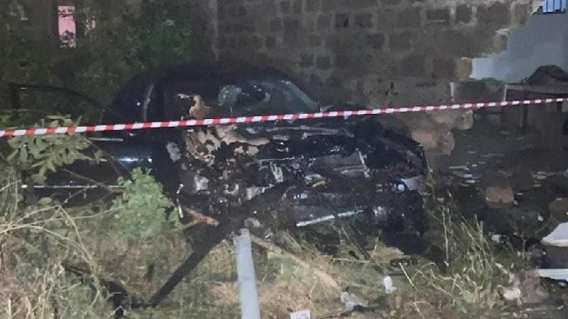 Էջմիածնում Mercedes-Benz մակնիշի ավտոմեքենան բախվել է բնակելի տան պատին և բռնկվել