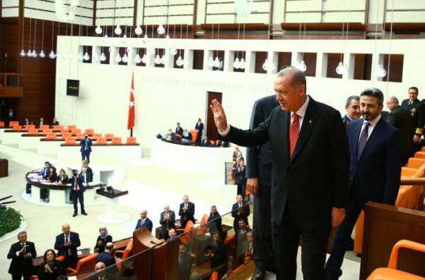 Թուրքիայի Մեջլիսում ծագած վեճի հետևանքով Էրդողանը լքել է դահլիճն ու տեղի ունեցածը որակել «խայտառակություն»