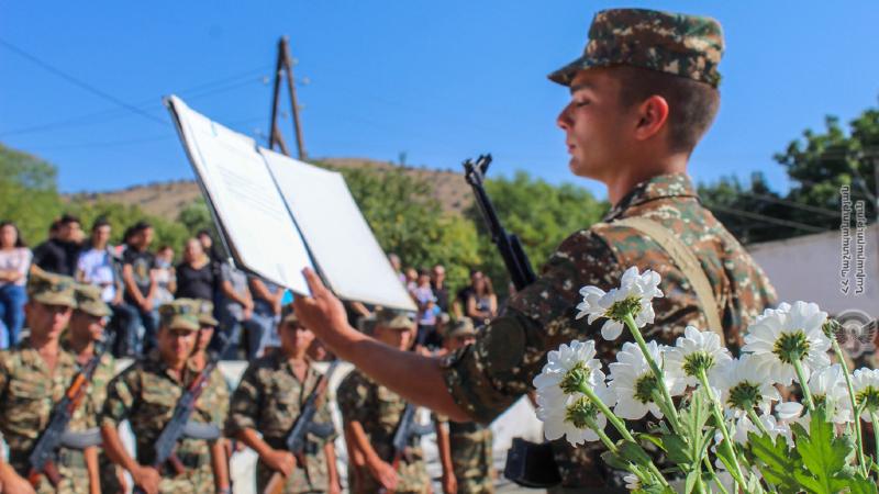 Նորակոչիկները երդվել են անձնվիրաբար ծառայել հայրենիքին, անվերապահորեն կատարել հրամանատարների հրամանները (լուսանկարներ)