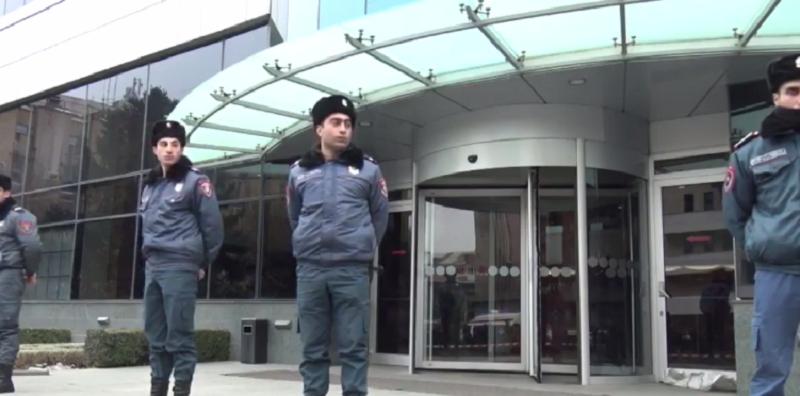 «Էրեբունի պլազա» հյուրանոց զինված ներխուժած անձը վնասազերծվել է. Աշոտ Ահարոնյան