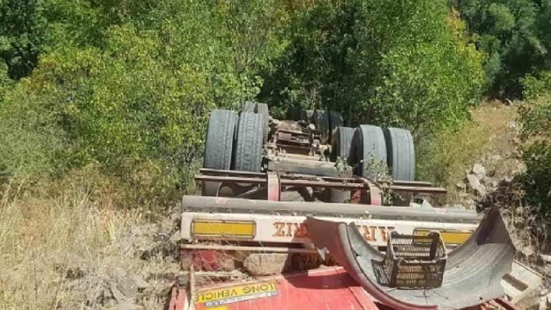 Մեղրի-Երևան ավտոճանապարհին բեռնատարը գլորվել է ձորը. վարորդը տեղում մահացել է