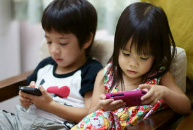 Չինաստանում 2-ամյա երեխան 1 տարի շարունակ սմարթֆոնով խաղալու հետևանքով բարձր աստիճանի կարճատեսություն է ձեռք բերել