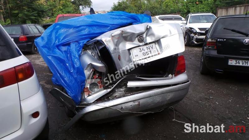 Երևանում ՃՈ աշխատակիցը Ford-ով բախվել է Նոր Նորքի ոստիկանի Volkswagen-ին. ԱԱԾ աշխատակիցը տեղափոխվել է հիվանդանոց