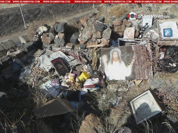 Գետարգել եկեղեցուց Հիսուսի նկարով խաչեր, սրբապատկերներ, կտակարաններ, աստվածաշնչեր են դուրս  բերվել ու թափվել հարակից ձորում