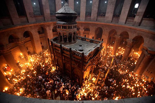 Երուսաղեմում Տիրոջ գերեզմանին իջել է Սուրբ կրակը