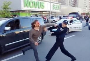 Օլիմպիական չեմպիոնը ծեծկռտուքի է բռնվել ոստիկանների հետ (տեսանյութ)