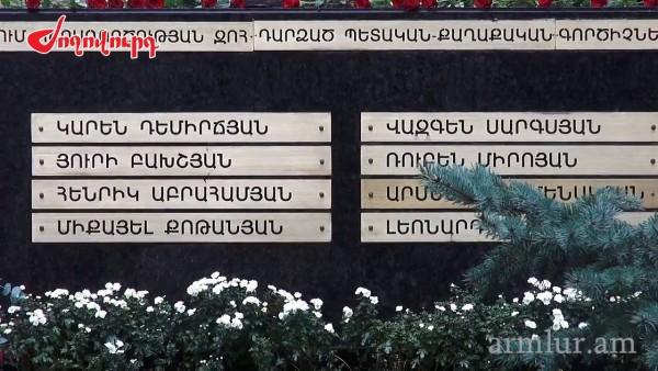 Պաշտոնյաները ծաղիկներ դրեցին հոկտեմբերի 27-ին զոհվածների հուշաքարին (տեսանյութ)   armlur.am