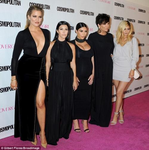 Սևազգեստ Քարդաշյանները և Քրիս Ջեները Cosmopolitan-ի երեկույթին (լուսանկարներ)