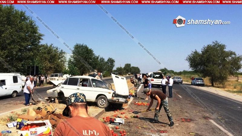 Արարատում միմյանց են բախվել Lexus-ը, գյուղմթերքով բեռնված «06»-ը և դատախազության Mercedes-ը. կա 3 վիրավոր. Shamshyan.com (լուսանկարներ)