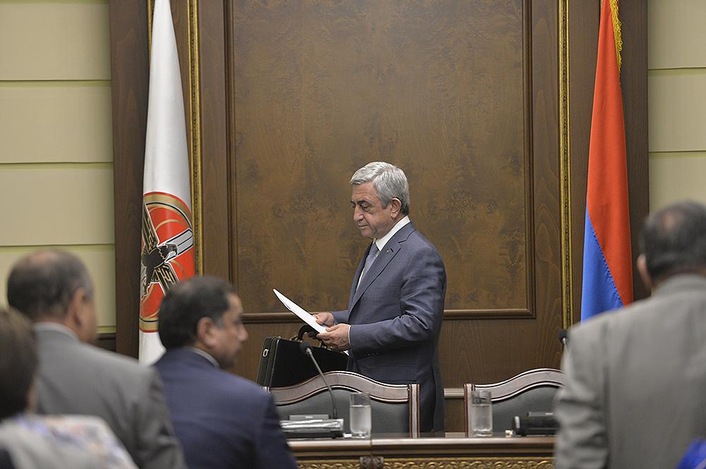 ՀՀԿ գրասենյակում եռուզեռ է․ ներս ու դուրս են անում նախկին պաշտոնյաներ, պատգամավորներ․ «Հրապարակ»