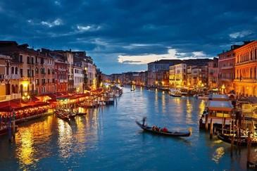 Առաջին հիբրիդ նավակ-տաքսին Վենետիկում հայտնվել է
