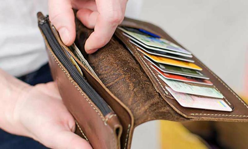 Երևանում կինը կորցրել է 500 000 դրամը և վախենալով հայտնել ամուսնուն՝ հայտարարել է, թե դրամապանակը գողացել են
