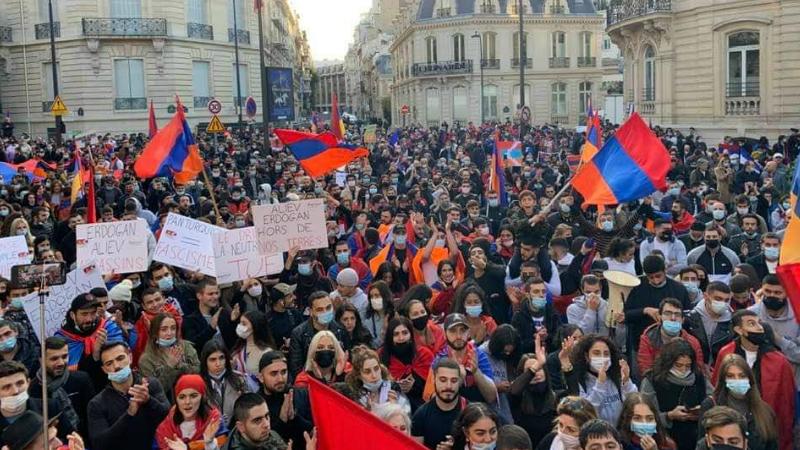 20 հազար հայերը բողոքի ակցիա են անցկացրել Ֆրանսիայում Ադրբեջանի դեսպանատան մոտ (լուսանկարներ)