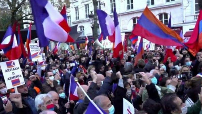 Ֆրանսիահայերը Փարիզում բողոքի ակցիայով պահանջում են ճանաչել Արցախի անկախությունը
