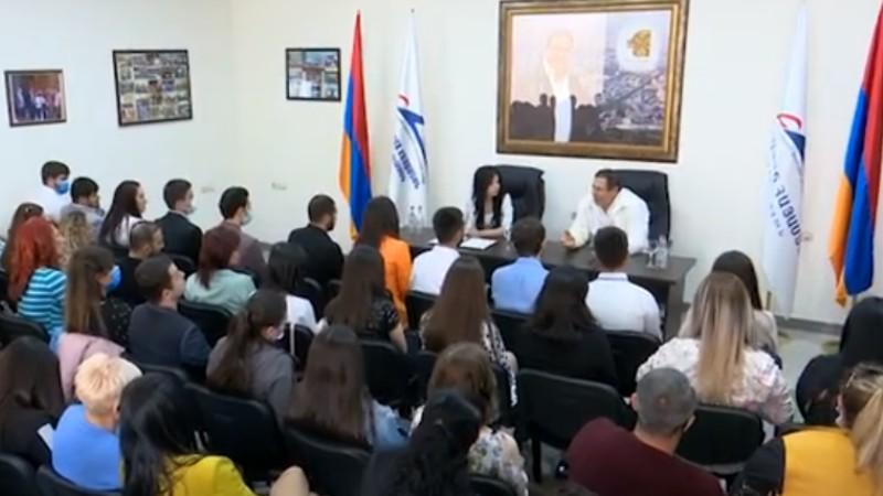 Գագիկ Ծառուկյանը հանդիպել է ԲՀԿ ՈւԽ անդամների հետ (տեսանյութ)