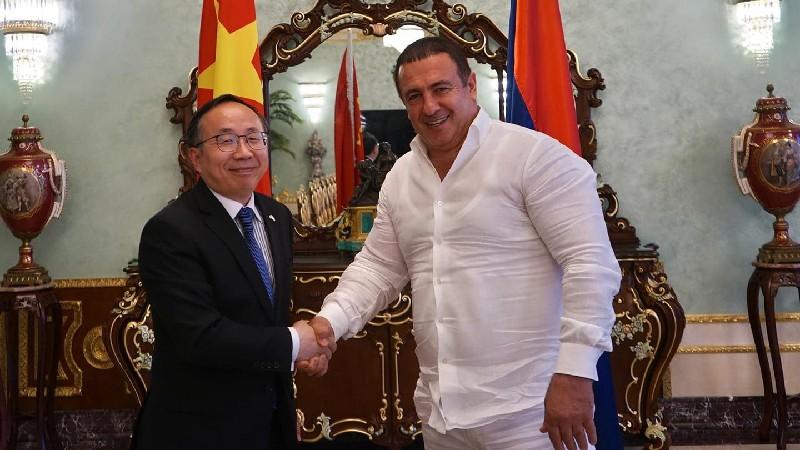 Գագիկ Ծառուկյանը հանդիպում է ունեցել ՀՀ-ում Չինաստանի նորանշանակ դեսպան Ֆան Յունի հետ