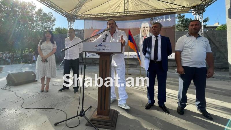 «Բարգավաճ Հայաստան» կուսակցության քարոզարշավը Էջմիածին քաղաքում (ուղիղ միացում)