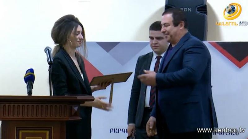 Գ.Ծառուկյանը դիպլոմներ է հանձնել ԲՀԿ քաղաքական դպրոցի առաջին շրջանավարտներին