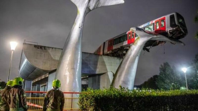Նիդերլանդներում արձանը խոչընդոտել է գնացքի ջուրն ընկնելը