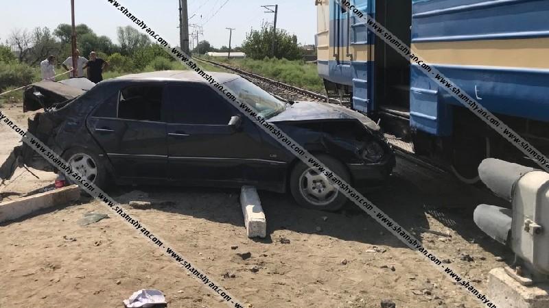 Բախվել են Երևան-Գյումրի ուղևորատար էլեկտրագնացքը, որում կար մոտ 100 ուղևոր, և «Մերսեդես» մակնիշի ավտոմեքենան