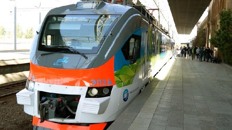 Ավտոմեքենան բախվել է գնացքին, վարորդը՝ դիմել փախուստի