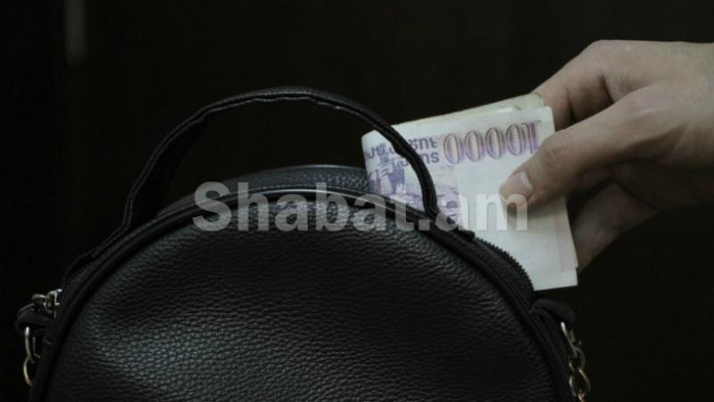 28-ամյա կինը, օգտվելով տանտիրուհու անուշադրությունից, գումար է գողացել․ ոստիկանության բացահայտումը
