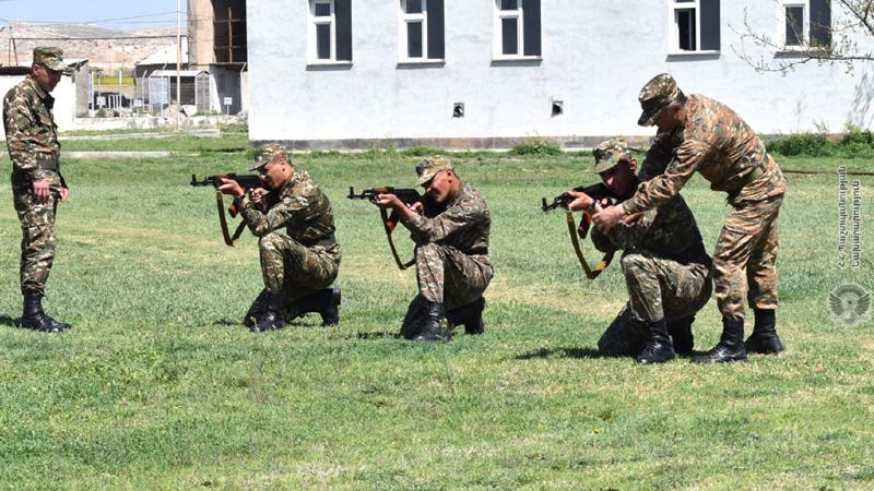 5-րդ զորամիավորման զորամասերից մեկում նորակոչիկ զինծառայողների հետ անցկացվել են մարտական պատրաստության գործնական պարապմունքներ