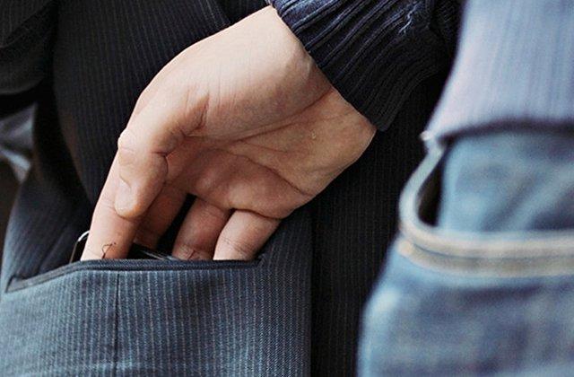 Թիվ 47 երթուղու ավտոբուսում տղամարդու գրպանից դրամապանակ են գողացել են