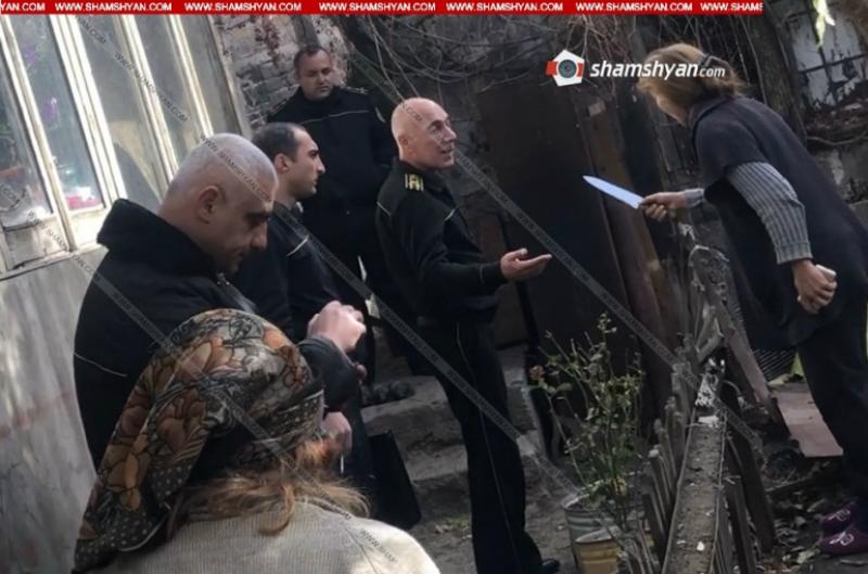 Կոտայքում հարկադիր կատարողները մի քանի օր է՝ փորձում են 83-ամյա կնոջը դուրս հանել իր տնից. նրա աղջիկը փորձել է ինքնավնասում կատարել. Shamshyan.com