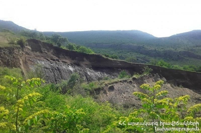 Հալիձոր գյուղի հարակից տարածքում տեղի ունեցած սողանքի հետևանքով փակվել է Որոտան գետի հունը. ԱԻՆ-ը հորդորում է չայցելել «Սատանի կամուրջ» (տեսանյութ)