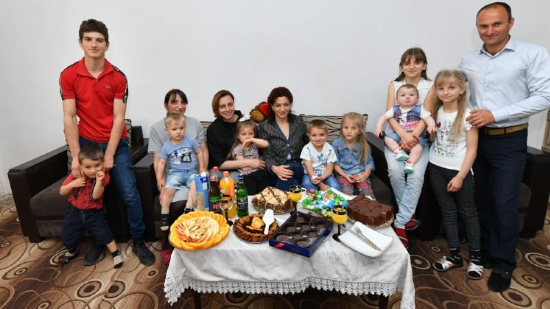 Հյուրընկալվեցինք նաև Քեսաբլյանների ընտանիքում, որտեղ շուտով ծնվելու է ընտանիքի տասներորդ զավակը․ Աննա Հակոբյան