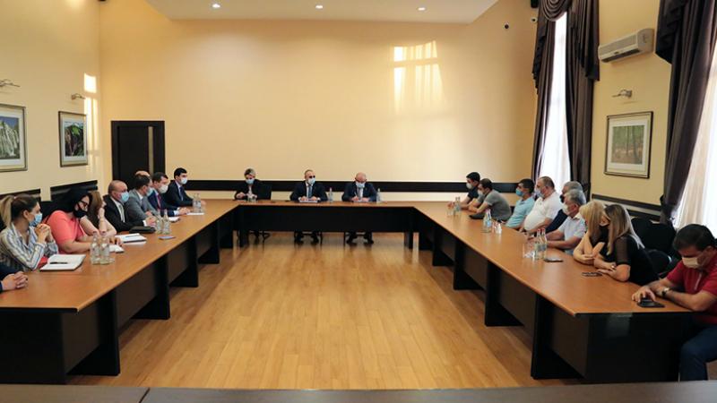 ՊԵԿ նախագահը հանդիպել է հագուստ բեռնափոխադրող ընկերությունների հետ