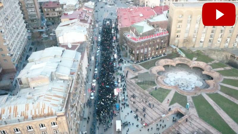 18։28-ի դրությամբ Նալբանդյան փողոցի այն մասում, որով անցնում էր երթը, գտնվել է 1204 մարդ (տեսանյութ)