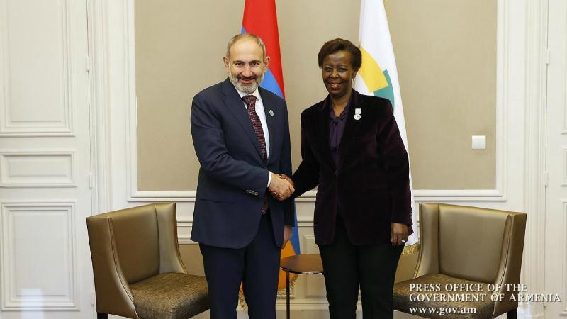 Վարչապետը հեռախոսազրույց է ունեցել Ֆրանկոֆոնիայի միջազգային կազմակերպության գլխավոր քարտուղար Լուիզ Մուշիկիվաբոյի հետ