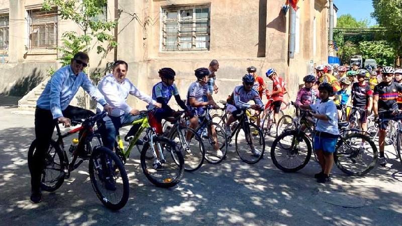 Հեծանիվի համաշխարհային օրը Կարեն Գիլոյանը Նիդեռլանդների դեսպանի հետ այցելել է օլիմպիական մանկապատանեկան մարզադպրոց