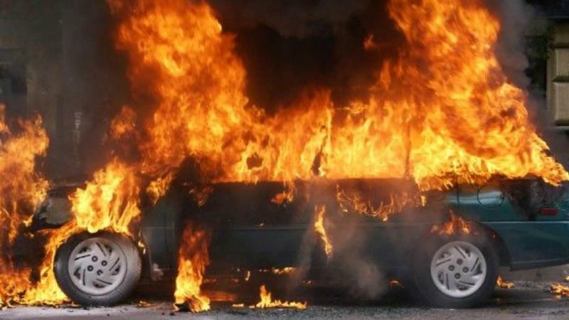 Խանջյան փողոցի վերջնամասում բախվել են «Mercedes-Benz E220» և «BMW» մակնիշների ավտոմեքենաները․ Mercedes-ը բռնկվել է