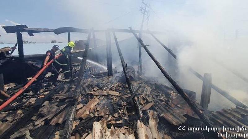 Դավթաշենի տներից մեկում բռնկված հրդեհի հետևանքով այրվել է նաև հացաբուլկեղենի խանութը (տեսանյութ)
