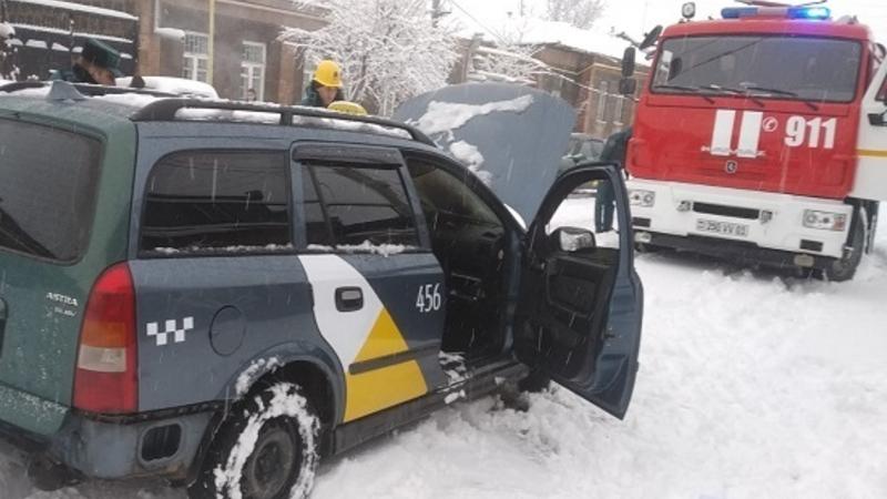 Գյումրու Պարոնյան փողոցում մեքենա է այրվել