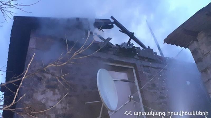 Շենավան գյուղում տուն է այրվել. փրկարարները կանխել են հրդեհի տարածումը դեպի հարակից բնակելի տներ