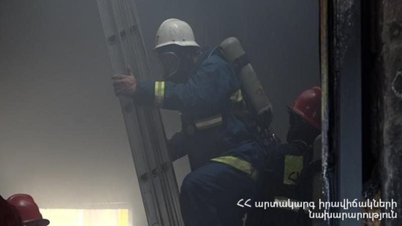 Կողբ գյուղում այրվել է երկհարկանի տան տանիք