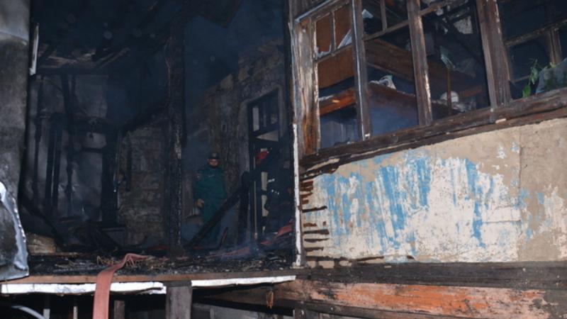 Պտղունք գյուղում բռնկված հրդեհը մարված է. այրվել է թվով 10 բնակարան. դեպքի վայրում է գտնվել ԱԻ նախարարը (լուսանկարներ, տեսանյութ)