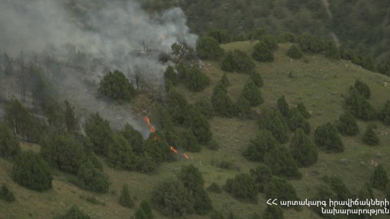 Հրդեհ՝ «Խոսրովի անտառ» պետական արգելոցում․ այրվում են մոտ 7000 քմ խոտածածկույթ, տորֆաշերտ և գիհու ծառեր
