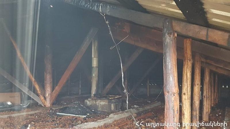 Հրդեհ Եղեգնուտ գյուղում. այրվել են 1-ին փողոցի տներից մեկի տանիքի փայտե կառուցատարրերը