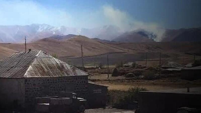 Ադրբեջանական զինվորները հրդեհում են Վերին Շորժա, Ներքին Շորժա, Այրք գյուղերի հարևանությամբ