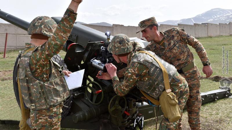 2-րդ զորամիավորման զորամասերից մեկի հրետանային ստորաբաժանումների զինծառայողների հետ անցկացվել են գործնական պարապմունքներ