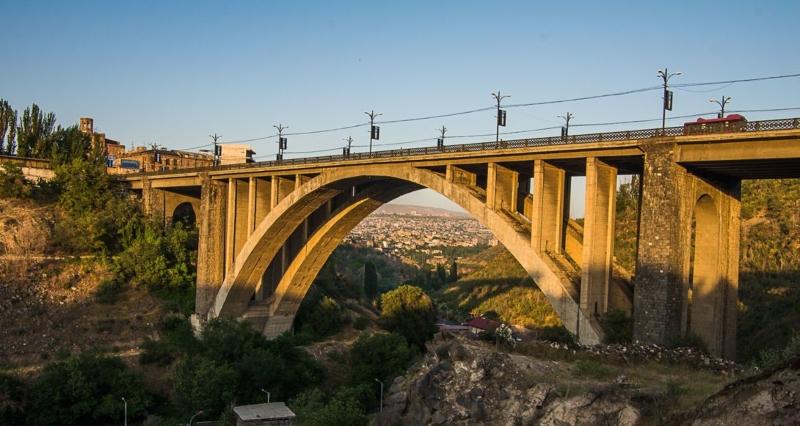 Քաղաքացին ցած է նետվել Կիևյան կամրջից