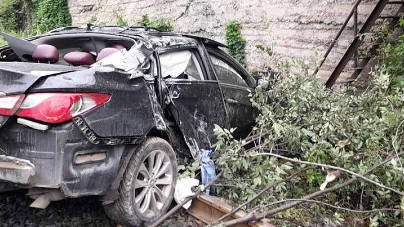 Մեքենան ժայռից ընկել է երկաթուղային գծերի վրա. կա երեք վիրավոր