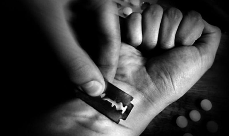 Քաղաքացին ինքնավնասել է ձեռքերը և սպառնում է շարունակել ինքնավնասումը. անհրաժեշտ է փրկարարների օգնությունը