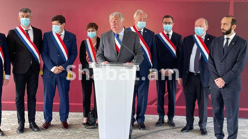 Ծիծեռնակաբերդի հուշահամալիր այցելեց Ֆրանսիայի Սենատի նախագահ Ժերար Լարշեի գլխավորած պատվիրակությունը